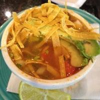 Foto tomada en La Parrilla Mexican Restaurant por Lise P. el 7/24/2012
