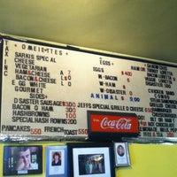 Foto scattata a Sarkis Cafe da Rem A. il 7/23/2012