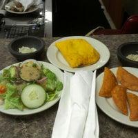 Foto tirada no(a) Garifuna Flava - A Taste of Belize por Ime A. em 6/2/2012