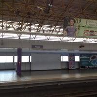 Foto tirada no(a) LRT 2 (Recto Station) por Gie R. em 3/22/2012