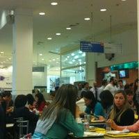 Foto tirada no(a) Praça de Alimentação por Letícia em 6/28/2012