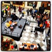 Foto tomada en Hillsdale Shopping Center por Andrew H. el 2/25/2012