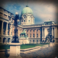 Das Foto wurde bei Burgpalast von Andrew am 6/7/2012 aufgenommen