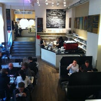4/22/2012 tarihinde Andre G.ziyaretçi tarafından Barcomi's Deli'de çekilen fotoğraf