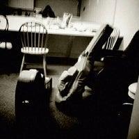 รูปภาพถ่ายที่ Eddie Owen Presents at Red Clay Theatre โดย Tree F. เมื่อ 4/21/2012