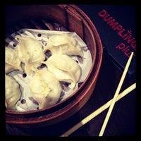 Foto scattata a Dumplings Plus da Juliet W. il 4/9/2012
