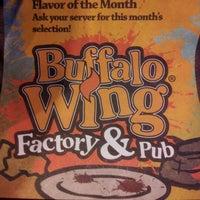 Foto tomada en Buffalo Wing Factory por Carlo A. el 4/27/2012