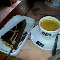 Foto tomada en Cafe Bressan por Can Saro B. el 1/25/2012