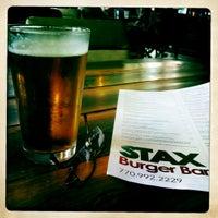 Foto scattata a Stax Burger Bar da Mike W. il 6/12/2012