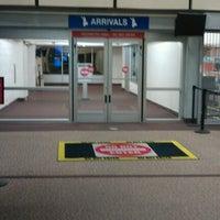 Das Foto wurde bei Monterey Regional Airport (MRY) von Event D. am 4/10/2012 aufgenommen