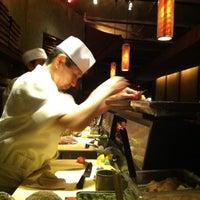 Foto tomada en Blue Ribbon Sushi por Michael T. el 7/24/2011