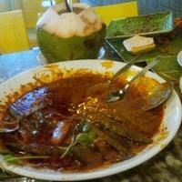 Foto scattata a Restoran Kari Kepala Ikan SG da Zahari W. il 10/25/2011