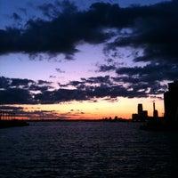 Foto tomada en Brooklyn Bridge Park - Pier 6 por Diego Z. el 8/12/2011