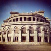 Снимок сделан в Армянский театр оперы и балета им. Спендиарова пользователем Hayk M. 3/7/2012