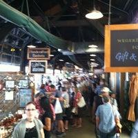 Photo prise au 2nd Street Market par Troy S. le8/13/2011