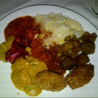 Photo prise au 2 Darbar Grill Fine Indian Cuisine par Lia Deliana S. le6/27/2012