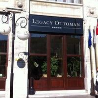 Das Foto wurde bei Legacy Ottoman Hotel von Melih ethem Y. am 10/27/2011 aufgenommen