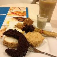 Снимок сделан в Love Desserts пользователем Darwin C. 6/6/2012