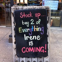 8/26/2011にJenni L.がMister Wright Fine Wine & Spiritsで撮った写真