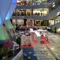 รูปภาพถ่ายที่ 1 Mont Kiara Mall โดย Summer ^. เมื่อ 9/28/2011