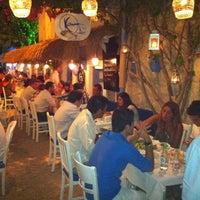 8/23/2011 tarihinde Arda Anarziyaretçi tarafından Karina Balık Restaurant'de çekilen fotoğraf