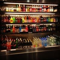Foto diambil di Soda Pop's oleh Ben L. pada 11/10/2011