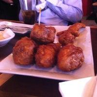 4/19/2012 tarihinde Edmund T.ziyaretçi tarafından BonChon Chicken'de çekilen fotoğraf
