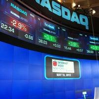 5/18/2012에 John W.님이 Nasdaq Marketsite에서 찍은 사진