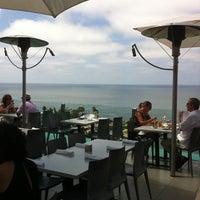 Das Foto wurde bei George's at The Cove von Adrianne B. am 7/26/2011 aufgenommen