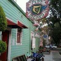 รูปภาพถ่ายที่ Finn McCool's Irish Pub โดย Dan เมื่อ 10/27/2011