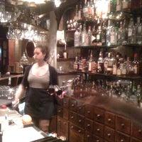 Foto scattata a The Alchemist Bar & Cafe da HoppyPete S. il 7/8/2012