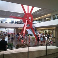 Foto tomada en NorthPark Center  por Tony P. el 8/7/2011