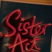 Foto tirada no(a) Broadway Theatre por Kingskidd268 em 9/30/2011