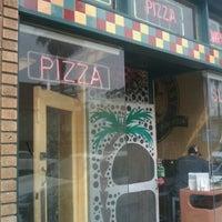 Photo prise au Abbot's Pizza Company par Jamez le3/20/2011