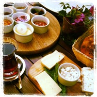 Das Foto wurde bei Limoon Café & Restaurant von Egemen S. am 10/6/2011 aufgenommen