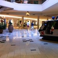 Foto tirada no(a) Perimeter Mall por Rio V. em 8/16/2012