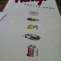 Foto scattata a Harry's Coffee Shop da Nicole P. il 6/1/2012