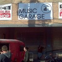 Foto diambil di Music Garage oleh The Local Tourist pada 10/29/2011