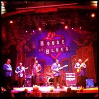 Foto scattata a House of Blues Restaurant & Bar da Melinda S. il 4/29/2012