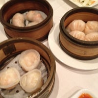 Снимок сделан в Oriental Garden 福臨門海鮮酒家 пользователем Chris B. 7/1/2012