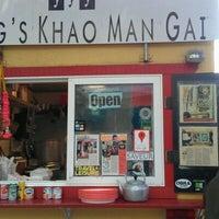 Foto tomada en Nong's Khao Man Gai por H.C. @. el 10/24/2011
