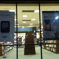 Foto scattata a Barnes & Noble da Sara P. il 6/5/2012