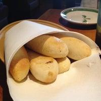 Снимок сделан в Olive Garden пользователем Celia M. 9/6/2012