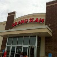 รูปภาพถ่ายที่ Grand Slam Sports & Entertainment โดย G. Todd เมื่อ 8/12/2012