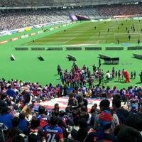 Das Foto wurde bei 味の素スタジアム ホーム側ゴール裏 von yasuzoh am 4/28/2012 aufgenommen