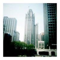 Foto tomada en Chicago Architecture Foundation River Cruise por Mik S. el 5/26/2012