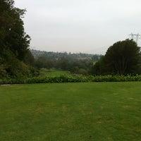 Foto diambil di The Clubhouse at Anaheim Hills Golf Course oleh Allen J. pada 7/27/2012