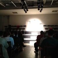 Das Foto wurde bei Spooky Action Theater von Kelby B. am 3/17/2012 aufgenommen