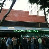 Das Foto wurde bei Casey's Irish Pub von Calleigh S. am 3/17/2012 aufgenommen