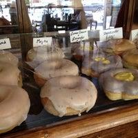 Das Foto wurde bei Dun-Well Doughnuts von Jenny am 7/21/2012 aufgenommen